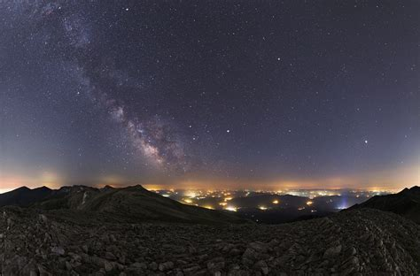 APOD: 2016 July 23 - Summer Planets and Milky Way