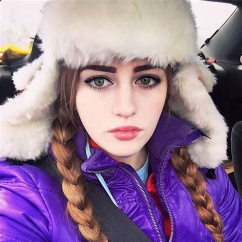 Meet Julia Vins- A 20 Yrs Old Powerlifter With The Face Of
