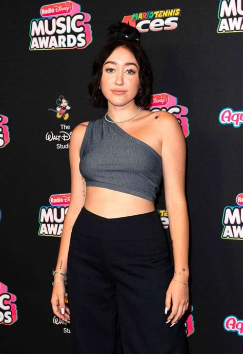 Noah Cyrus talks about her new album and 'struggling with