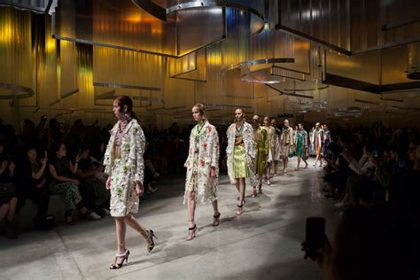 AMO sets the stage for prada's SS'16 women's show