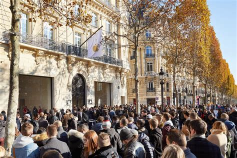 Apple's gorgeous new Champs-Élysées store opened yesterday